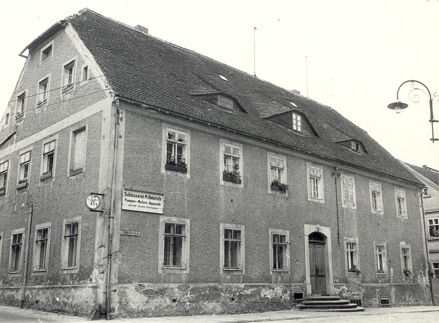 Wohnhaus und Werkstatt der Glockengießerei Friedrich Gruhl. 1962 (B. Nawka, Sorbisches Kulturarchiv Bautzen).