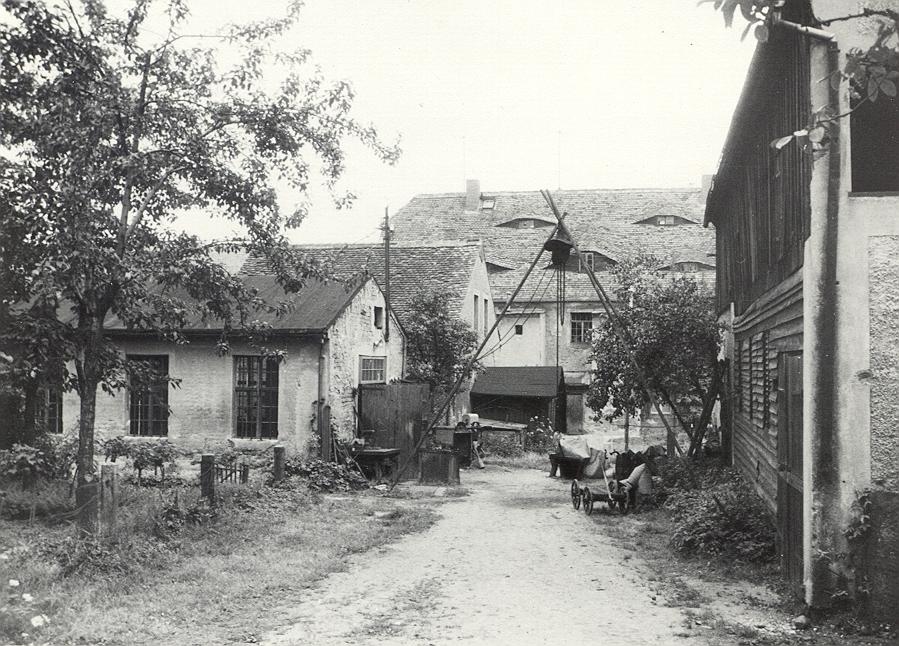 Hinterhof der Glockengießerei Friedrich Gruhl. 1962 (B. Nawka, Sorbisches Kulturarchiv Bautzen).